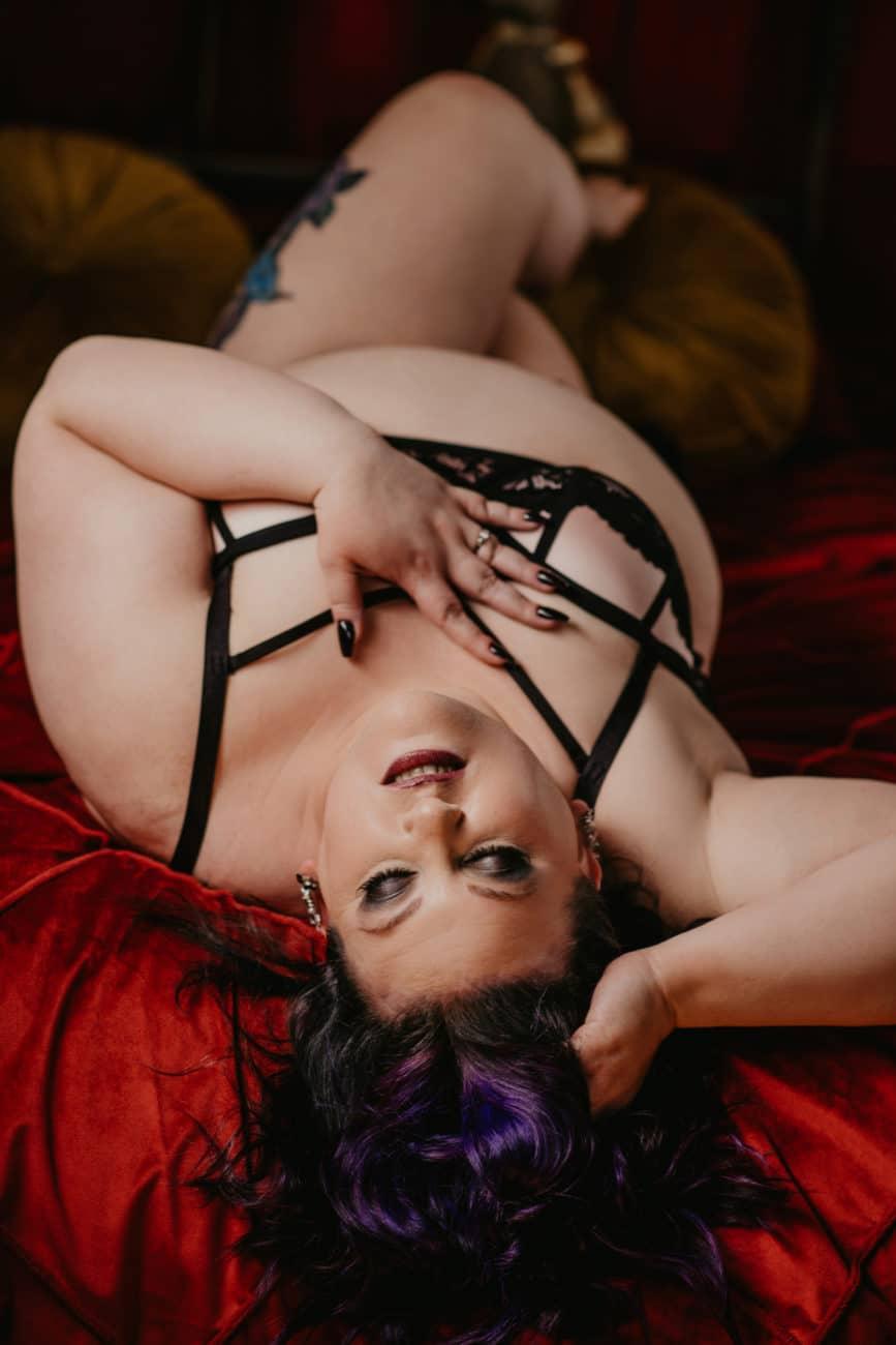 Curvy Boudoir Photo Ideas